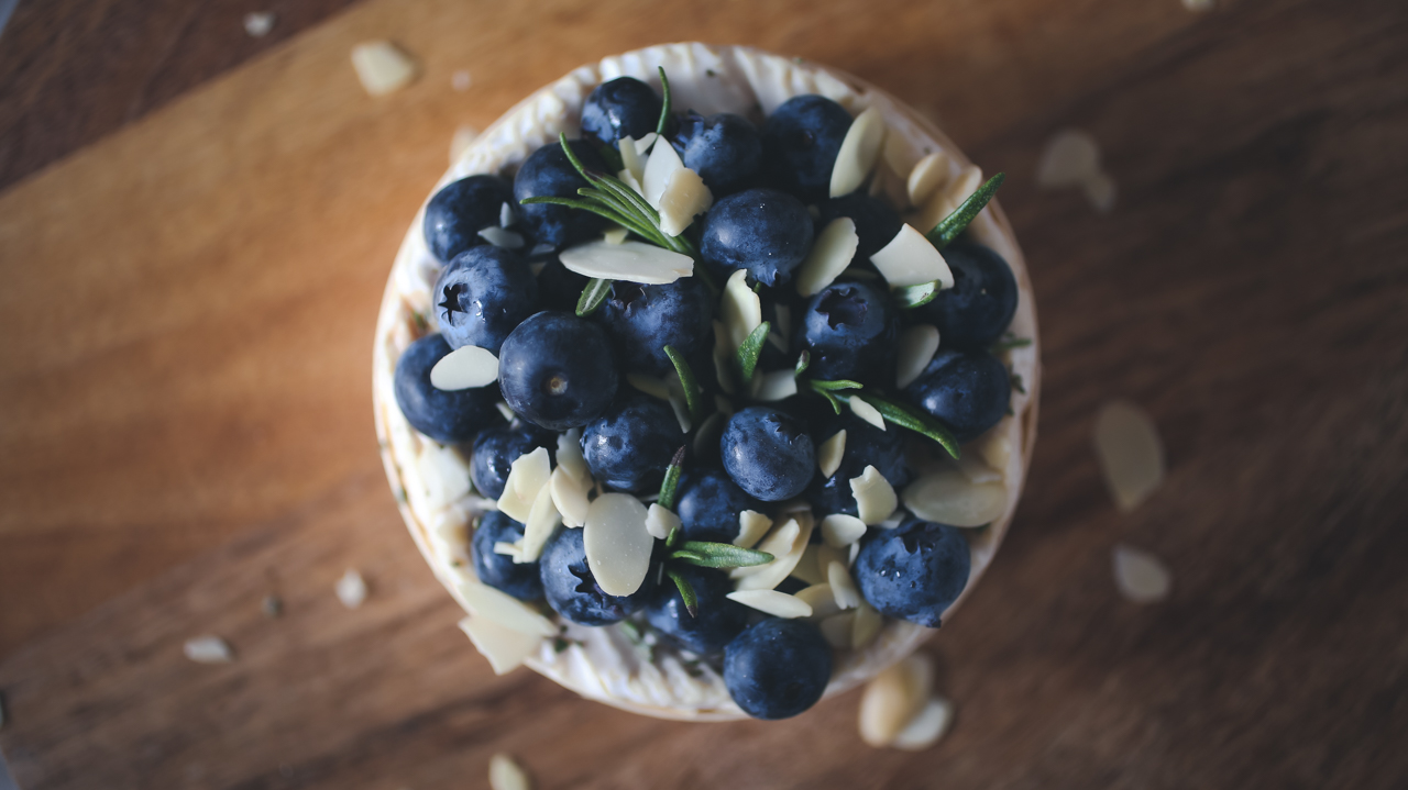 Baked-Camembert-with-Blueberries